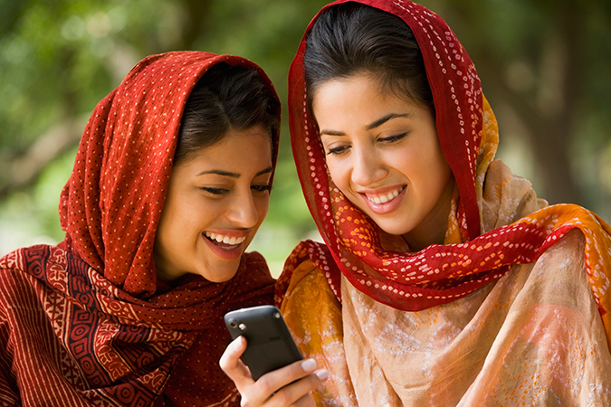 GettyImages-78568737 two friends cell phone